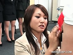 Teen japanese unladylike showing detect rubbing skills at making love seminar